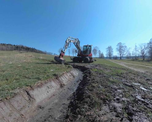 Rovnání polní cesty a čištění příkopů Dolní Morava